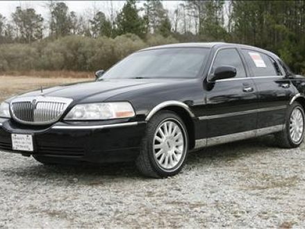 2004 Black Lincoln Town Car