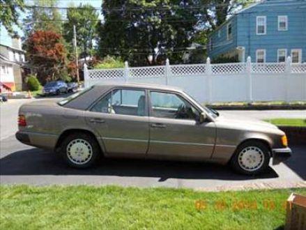 Excellent condition beige tan 1990 mercedes benz e300 for New rochelle mercedes benz